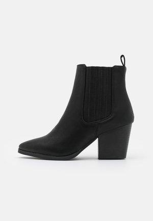 WIDE FIT JOLENE GUSSET BOOT - Støvletter - black