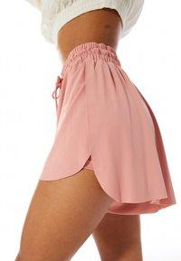 Stradivarius - FLIESSENDE - Shorts - pink - 3