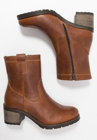 Bullboxer - Classic ankle boots - cognac - 3