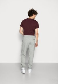 Nike Sportswear - CLUB PANT - Joggebukse - dark grey heather - 2