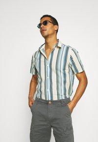 REVOLUTION - STRIPE - Shirt - blue/off-white - 3