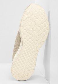New Balance - FRESH FOAM CRUZ PROTECT - Chaussures de running neutres - aluminium - 4