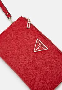 Guess - KIRBY ZIP ORGANIZER - Lommebok - red - 4