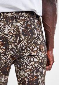 DRYKORN - ABROAD - Shorts - braun - 5