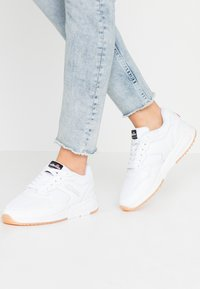 Ellesse - NYC - Baskets basses - white/grey - 0