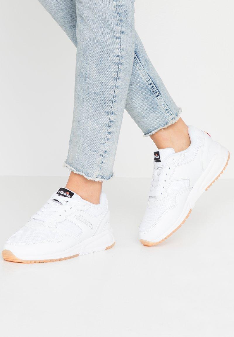 Ellesse - NYC - Baskets basses - white/grey