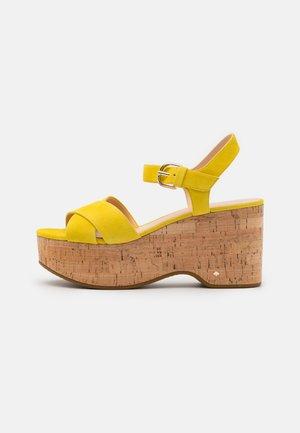 JASPER - Sandály na platformě - yellow
