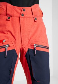 State of Elevenate - BACKSIDE PANTS - Snow pants - red glow - 3