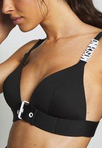MOSCHINO SWIM - TRIANGLE BRA - Bikini top - black - 4