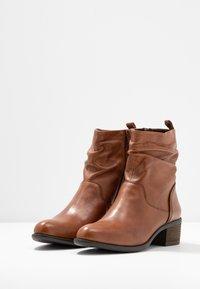Steven New York - MODETTE - Kotníkové boty - cognac - 4