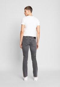 Tommy Hilfiger - DENTON AMES GREY - Straight leg jeans - grey - 2