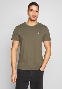 Abercrombie & Fitch - CREW MULTIPACK 5 PACK - Basic T-shirt - green/blue/white/red/grey - 1