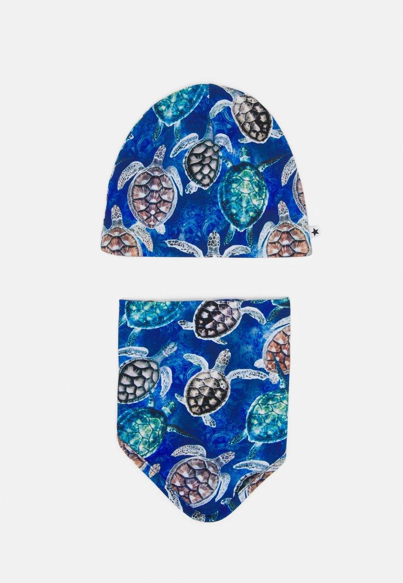 Molo - NOON BIB AND HAT SET UNISEX - Beanie - blue