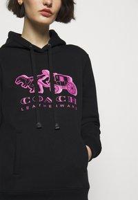 Coach - NEON HORSE AND CARRIAGE HOODIE - Sweatshirt - black - 5