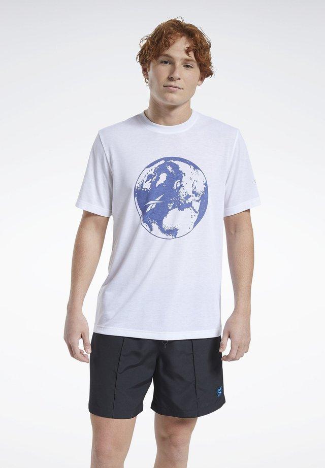 CLASSICS T-SHIRT - Print T-shirt - white
