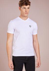 EA7 Emporio Armani - Basic T-shirt - white - 0