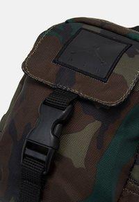 Jordan - JUMPMAN AIR POUCH - Bum bag - camo - 3