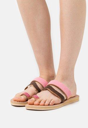 KAI  - T-bar sandals - rose mix