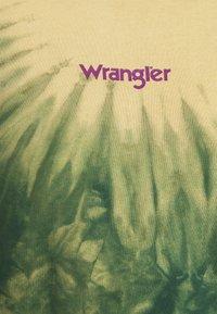 Wrangler - HIGH BOXY RETRO - Mikina - oil green - 6