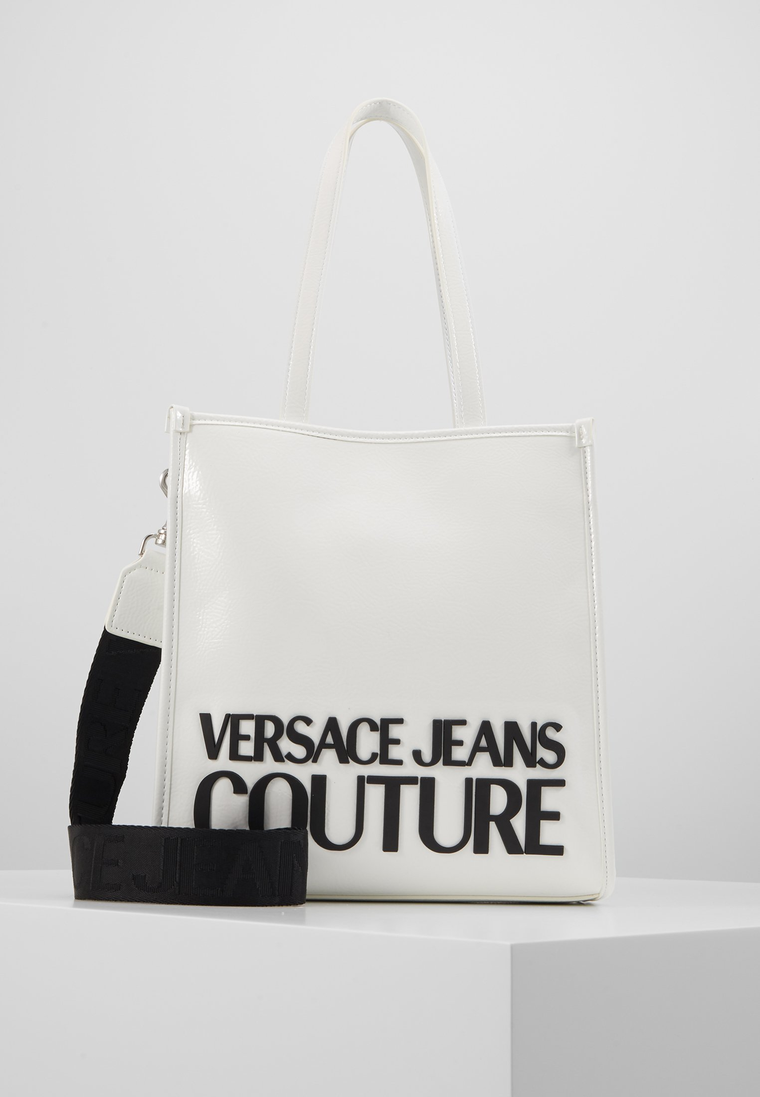 Popular Outlet Versace Jeans Couture PATENT LOGO TOTE - Handbag - white | women's accessories 2020 CkcNF