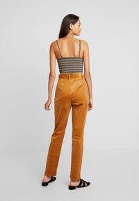 YAS - YASKATY PANT - Trousers - caramel café - 3