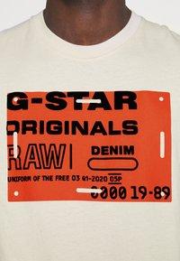 G-Star - FLOCK BADGE GRAPHIC - T-shirt med print - whitebait - 3