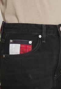 Tommy Jeans - MOM ULTRA  - Džíny Relaxed Fit - black denim - 5