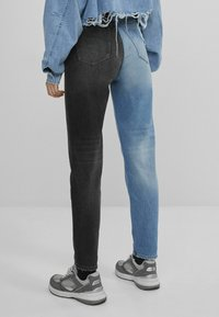 Bershka - Straight leg jeans - blue denim - 2
