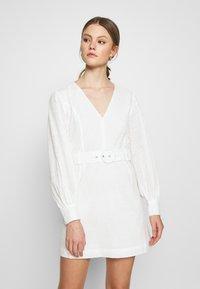Glamorous - LONG SLEEVE BRODERIE DRESS WITH BELT - Vestido informal - white / black - 0