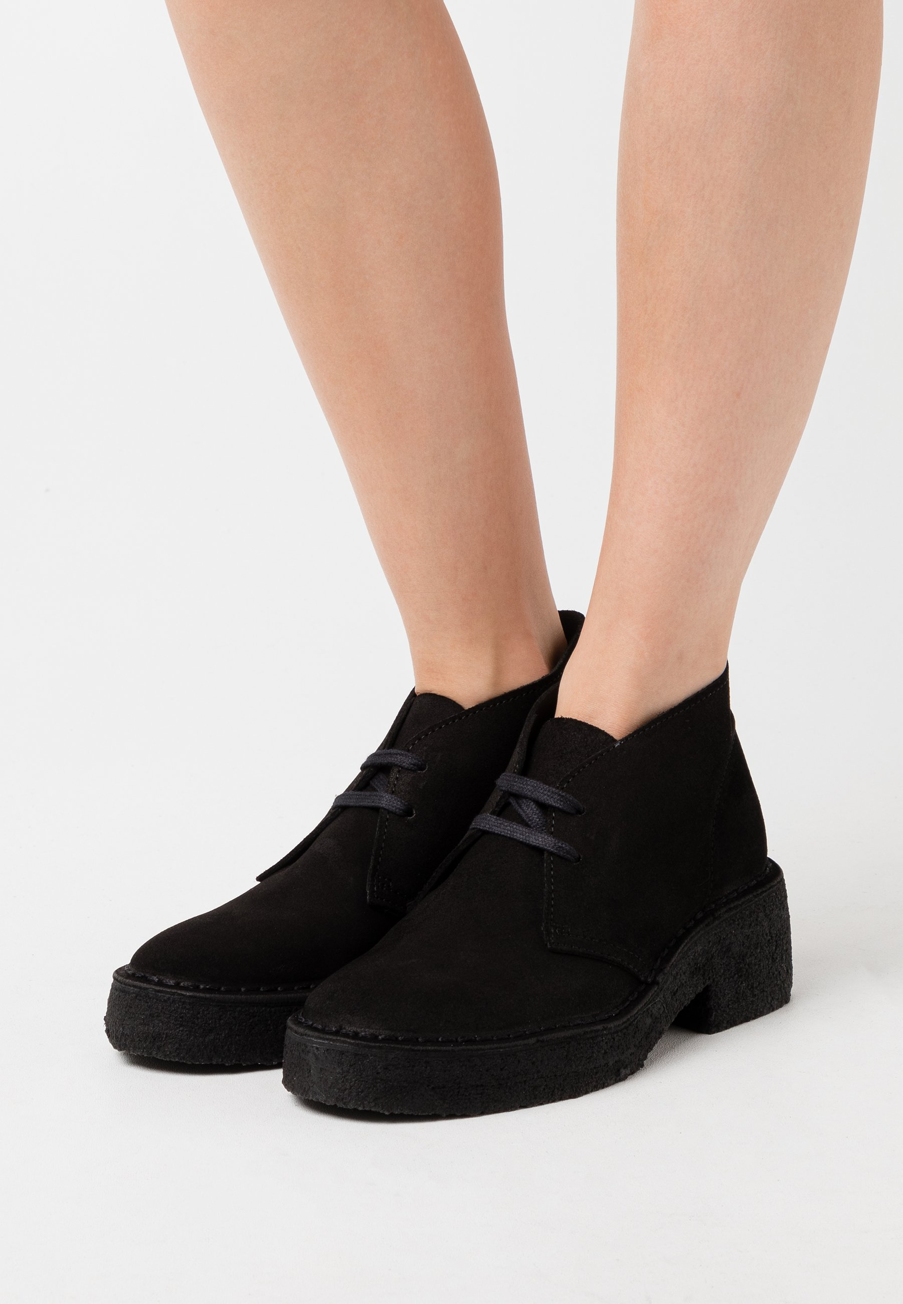 oferta márketing Presunto  Clarks Originals ARISA DESERT - Platform ankle boots - black - Zalando.co.uk