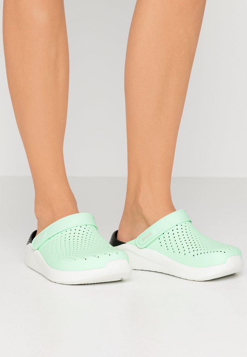 Crocs - LITERIDE - Sandalias planas - neo mint/almost white