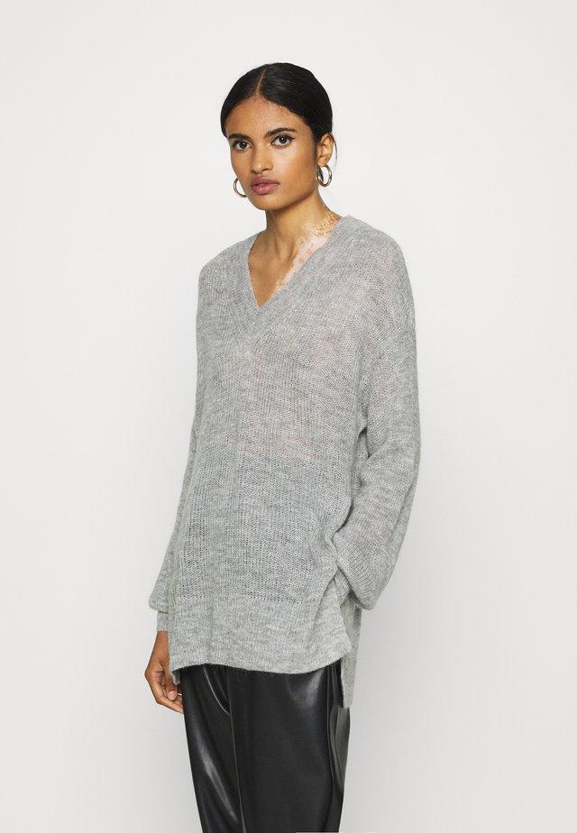VMVILMA V NECK LONG SLIT - Jersey de punto - light grey melange