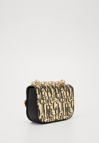 Versace Jeans Couture - BUCKLE DETAIL FLAP SHOULDER - Torba na ramię - oro - 1