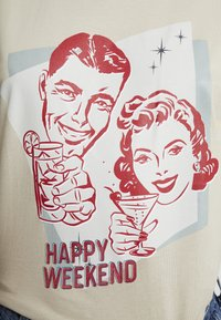 Merchcode - LADIES HAPPY WEEKEND TEE - Print T-shirt - sand - 4
