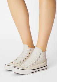 Converse - CHUCK TAYLOR ALL STAR - Zapatillas altas - egret/natural ivory/black - 0