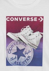 Converse - GRADIENT CHUCK STANCE TEE - Triko spotiskem - white - 3