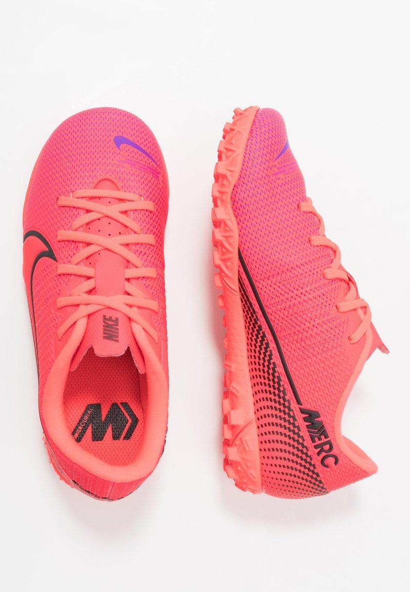 Nike Performance - MERCURIAL JR VAPOR 13 ACADEMY TF UNISEX - Astro turf trainers - laser crimson/black