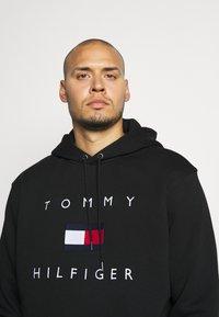 Tommy Hilfiger - FLAG HOODY - Felpa con cappuccio - black - 4