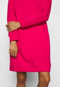 Tommy Hilfiger - HOODIE DRESS - Day dress - bright jewel - 5
