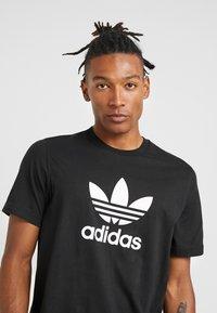adidas Originals - TREFOIL UNISEX - Triko spotiskem - black - 4