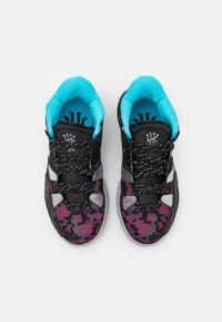 Nike Performance - KYRIE 7 UNISEX - Basketball shoes - black/metallic silver/light smoke grey - 3
