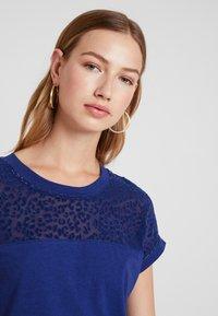 ONLY - ONLBURNOUT - Basic T-shirt - blue - 3