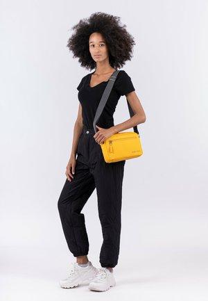 JESSY - Across body bag - yellow 460
