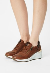 Marco Tozzi - Sneaker low - cognac - 0
