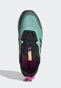 adidas Performance - TERREX AGRAVIC FLOW GORE-TEX TRAILRUNNING-SCHUH - Nøytrale løpesko - green - 3