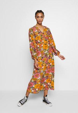 FLORAL LONG SLEEVE WRAP DRESS - Maxiklänning - orange/pink