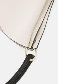 PARFOIS - SAC STRAPY L - Handbag - ecru - 4