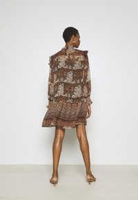Object Tall - OBJARYA SHORT DRESS - Kjole - sandshell - 2