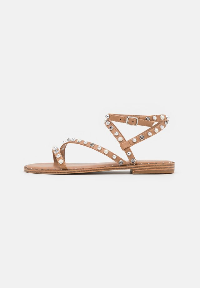 FLIGHT - Sandalen - tan/silver