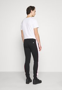 11 DEGREES - COLOUR BLOCKED PIPED JOGGERS - Tracksuit bottoms - black/white/goji berry red - 2